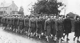 WACs arrive at Fort Lawton during WWII.  Wonder if my mom is there?