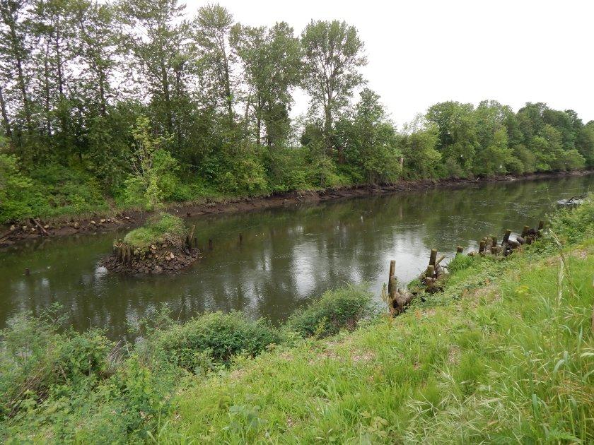 Riverton Bridge - island and pilings all left