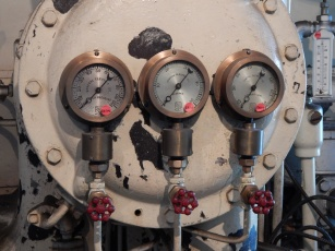 facets and gauges control the steam