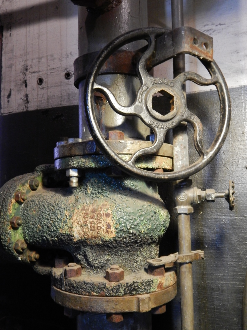 Big pressure pipe and control wheel.