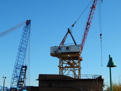 Big Crane off Riverside Dr