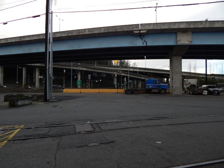 Back street by W Marginal mega intersecton