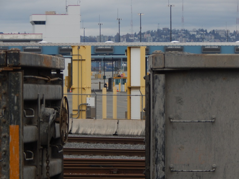 T-5 truck check in between rail cars